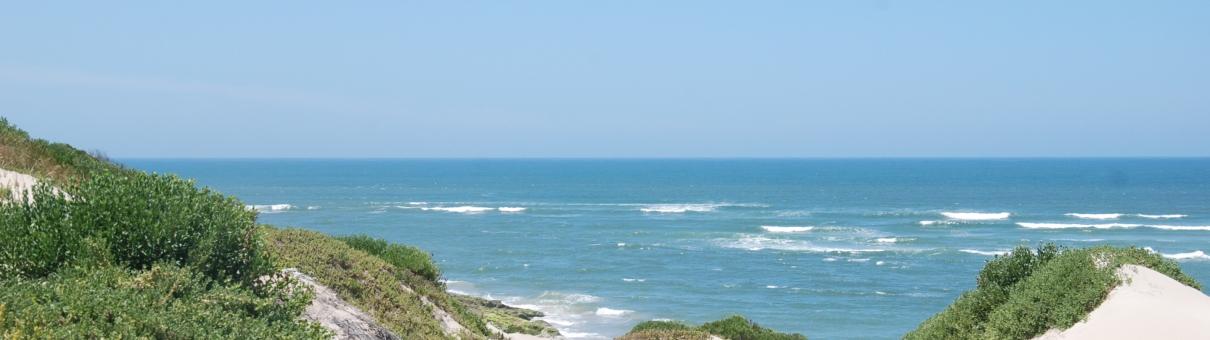 Foto van strand en een blauwe zee